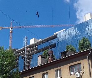 В Воронеже с 17 этажа строящейся «Галереи Чижова» упал рабочий