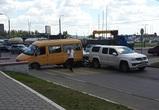 Советский район Воронежа встал в пробке из-за столкновения трех машин у ТЦ
