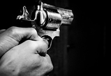 В Воронеже вор устроил стрельбу из газового пистолета по охранникам завода