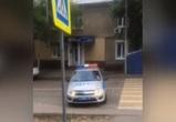 На видео попал автомобиль ДПС, нагло пересекающий сплошную в центре Воронежа