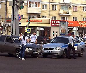 Воронежцы публикуют фото и обсуждают ДТП, устроенное в центре инспектором ГИБДД