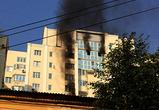 Опубликованы фото и видео крупного пожара в многоэтажке в центре Воронежа