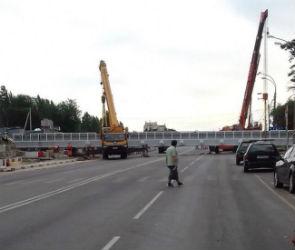 Движение на выезде из Воронежа оказалось парализовано из-за установки моста