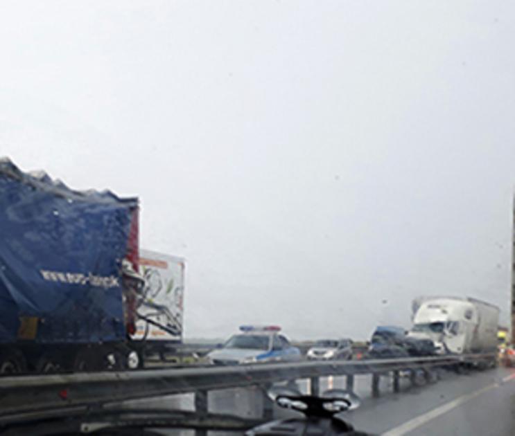 Водитель, устроивший ДТП с 2 фурами и 3 легковушками под Воронежем, задержан