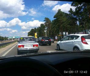 Выезд из Воронежа в сторону Москвы парализован из-за дорожных работ и ДТП