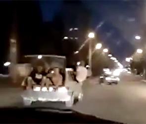 Появилось видео «покатушек» в багажнике ВАЗа, полиция Воронежа ищет водителя