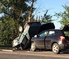 Появились фото, видео и подробности смертельной аварии на Нововоронежской трассе
