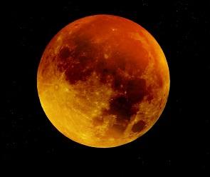 В небе над Воронежем взойдет «кровавая» Луна