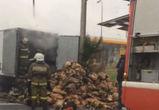 В Воронеже на дороге загорелся грузовик с углем — последствия сняли на видео