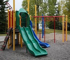 Иномарка сбила 11-летнюю девочку прямо во дворе жилого дома в Воронеже