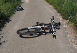 В Воронеже во дворе велосипедист попал под колеса авто