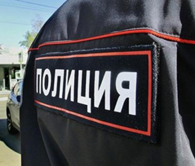 Воронежец, сидевший в машине несколько дней, проткнул руку полицейскому
