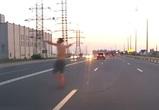 В Воронеже полуголый человек-«привидение» едва не попал под колеса машин