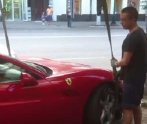 Воронежцы высмеяли автомобилиста, Ferrari которого забрал эвакуатор