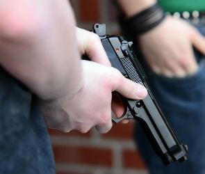 Воронежца, гулявшего с девушкой, ранили из пневматического пистолета
