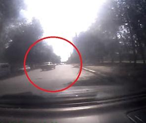 Пьяный водитель, протаранивший 3 машины на улице Краснознаменной, попал на видео