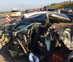 Появились фото с места массовой аварии на трассе М-4 Дон