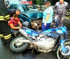 В Воронеже столкнулись мотоцикл и легковое авто - есть пострадавший