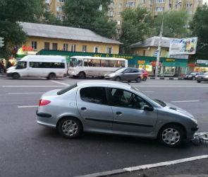 В Воронеже автомобилистка сбила детей на переходе