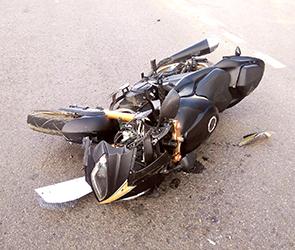 Появилось видео, как в Воронеж пьяный водитель Дэу на скорости сбил мотоциклиста
