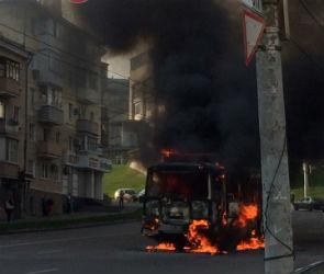 В центре Воронежа загорелся автобус с пассажирами