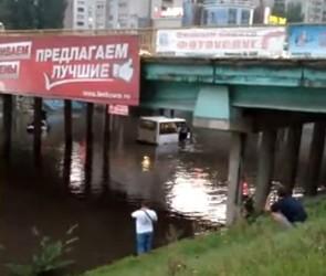 На видео попала маршрутка, утонувшая с пассажирами в Воронеже