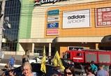 До Воронежа докатилась волна телефонного терроризма: массово эвакуируют ТЦ