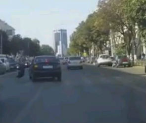 На видео попало ДТП с участием велосипедиста на улице Плехановской