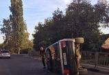 Появились фото ДТП в Воронеже, где иномарка протаранила ограду и перевернулась