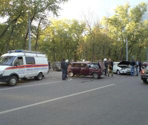 В Воронеже в столкновении двух ВАЗов пострадал 20-летний водитель