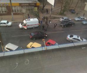 Очевидцы: на Хользунова сбили пешехода, перебегавшего дорогу