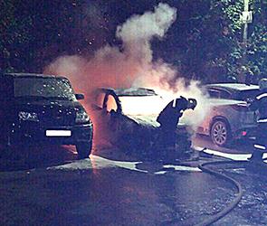 Опубликованы фото пожара в Воронеже, уничтожившего Mitsubishi Outlander