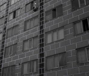 Воронежца, толкнувшего жену с 3 этажа, будут судить за покушение на убийство