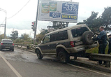 Появились фото Мицубиси, влетевшего на отбойник на окружной дороге в Воронеже