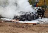 В Воронеже утром в субботу сгорела машина