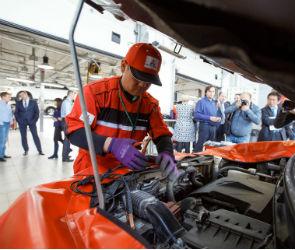 Японские механики бесплатно провели техосмотр автомобилей воронежцев