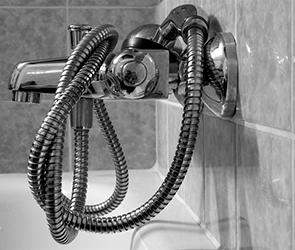 В Воронеже жители нескольких домов остались без воды из-за аварии на водопроводе