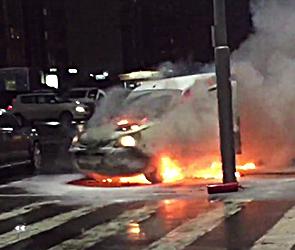 Опубликовано видео пожара у гипермаркета «Линия» в Воронеже – сгорела иномарка