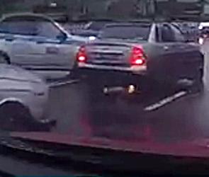 Появилось видео массового ДТП с полицейской машиной около «Метро» в Воронеже