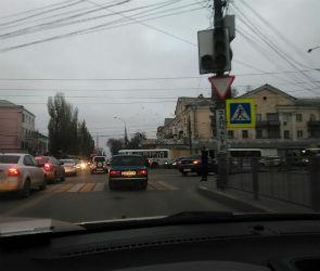 На улице 9 Января образовались огромные пробки из-за неисправных светофоров