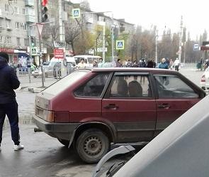 Воронежец на ВАЗе два раза переехал бабушку, сдавая назад