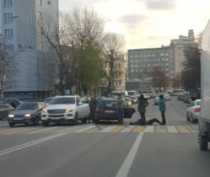 В центре Воронежа сбили пешехода: ДТП спровоцировало пробки на трех участках