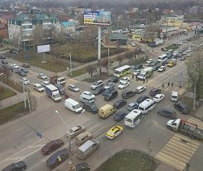 На видео попал дорожный коллапс из-за неработающих светофоров в Воронеже