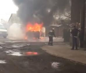На видео попала горящая на левом берегу Воронежа иномарка