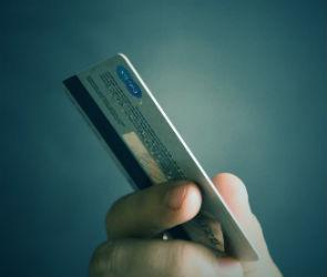 Четыре махинации, которые мошенники могут совершить с банковской картой
