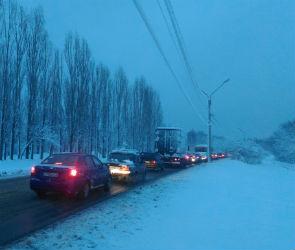 Из-за сильного снегопада Воронеж парализовали 9-балльные пробки