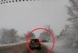Воронежец снял на видео опасный занос легковушки во время обгона на трассе