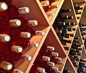 В Воронеже нашли склад с 2500 бутылками поддельного спиртного разных марок