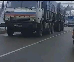 Видео с места аварии с двумя КАМАЗами на Курской трассе появилось в Сети