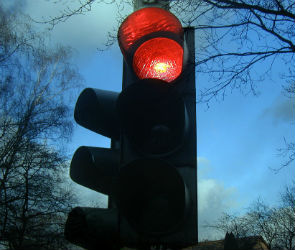 На выезде из Воронежа сломался светофор: водителей просят быть осторожнее